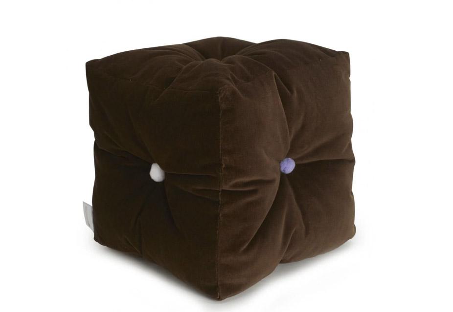 Мягкий бархатный куб с помпонами (3 599 р.)