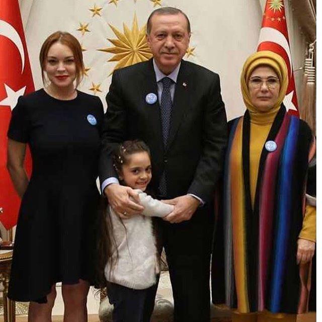 Линдси Лохан с Реджепом Эрдоганом и его семьей