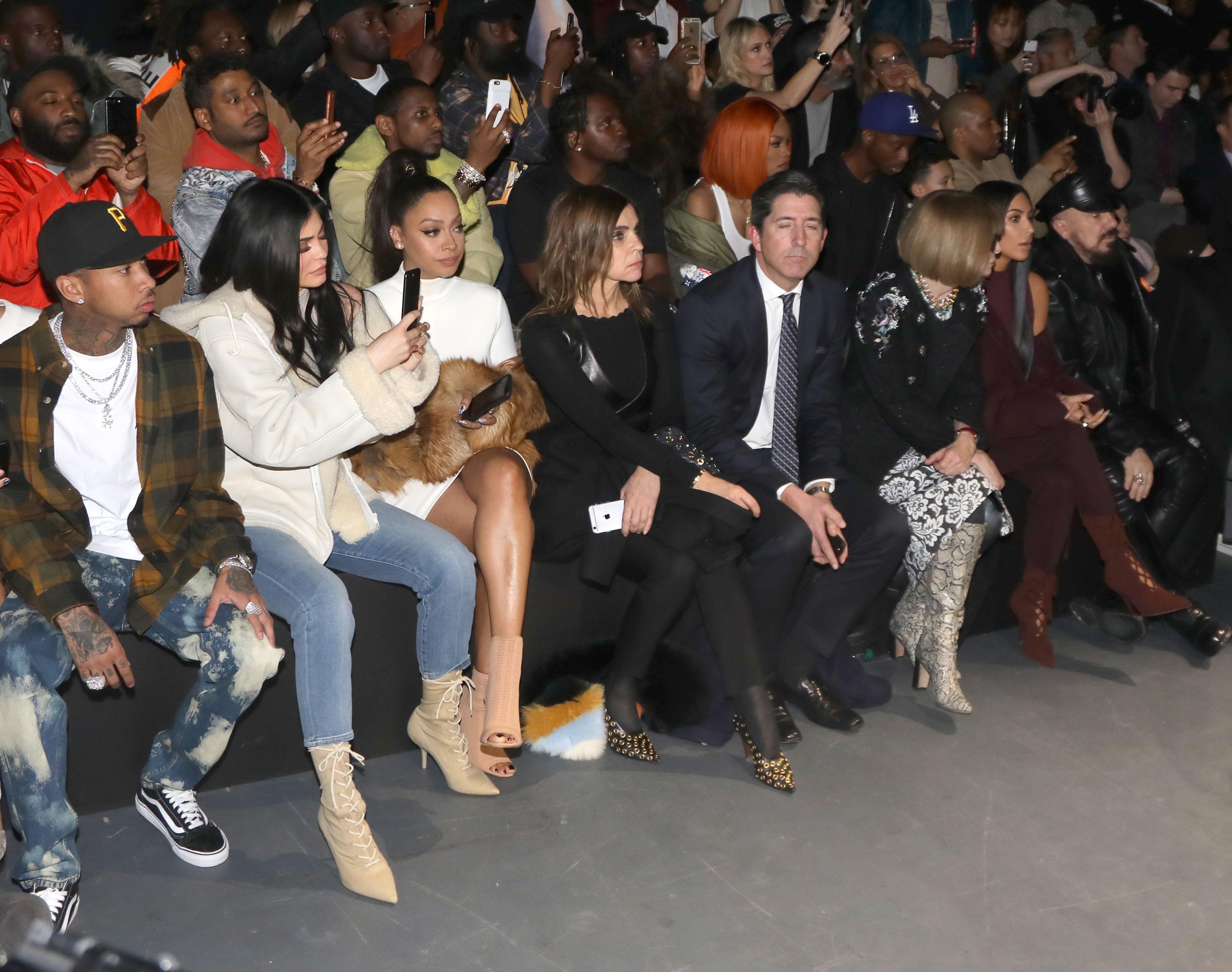 Тайга, Кайли Дженнер, Лала Энтони,и Карин Ройтфельд в первом ряду показа Yeezy Season 5