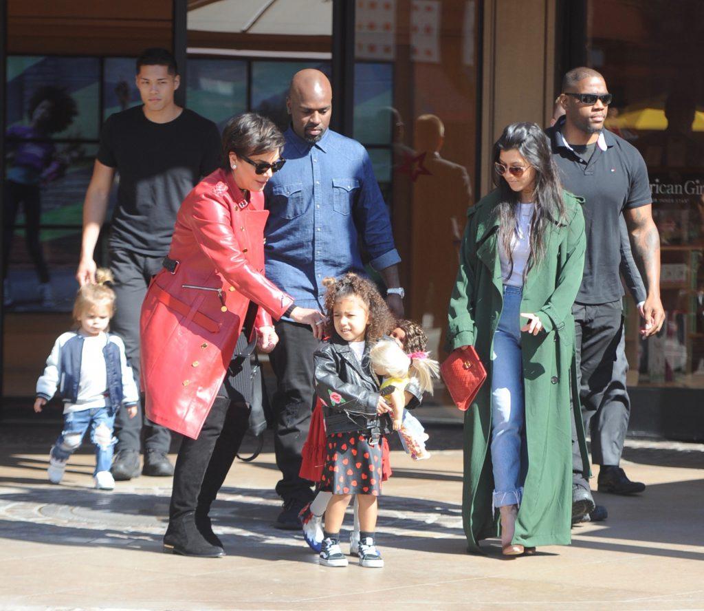 Кортни и Крис с детьми в Лос-Анджелесе