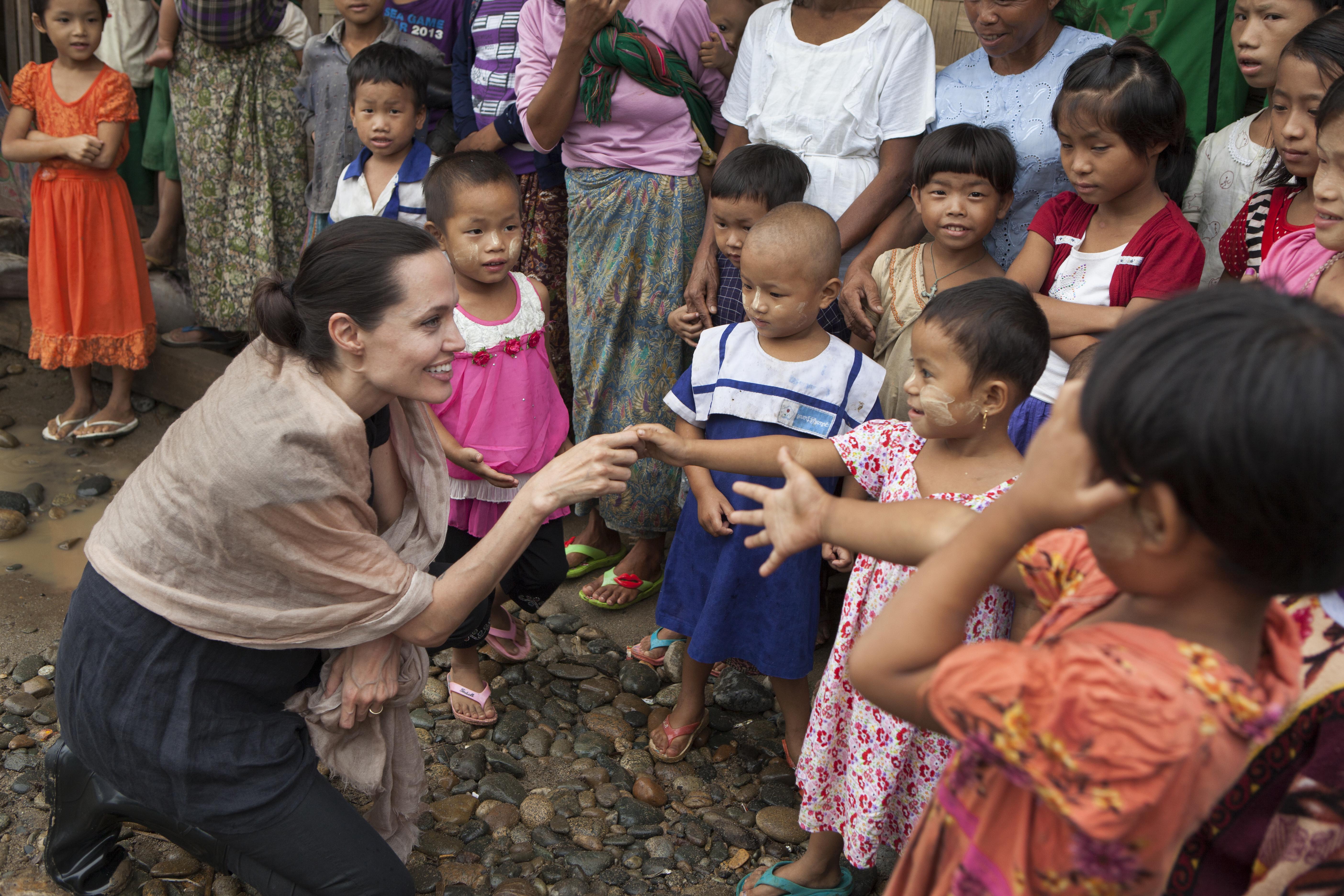 Анджелина Джоли много лет является послом доброй воли ООН