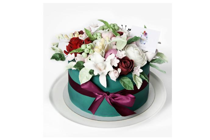 Для мамы подойдет коробочка с нежными цветами (3 кг — 8400 р.).