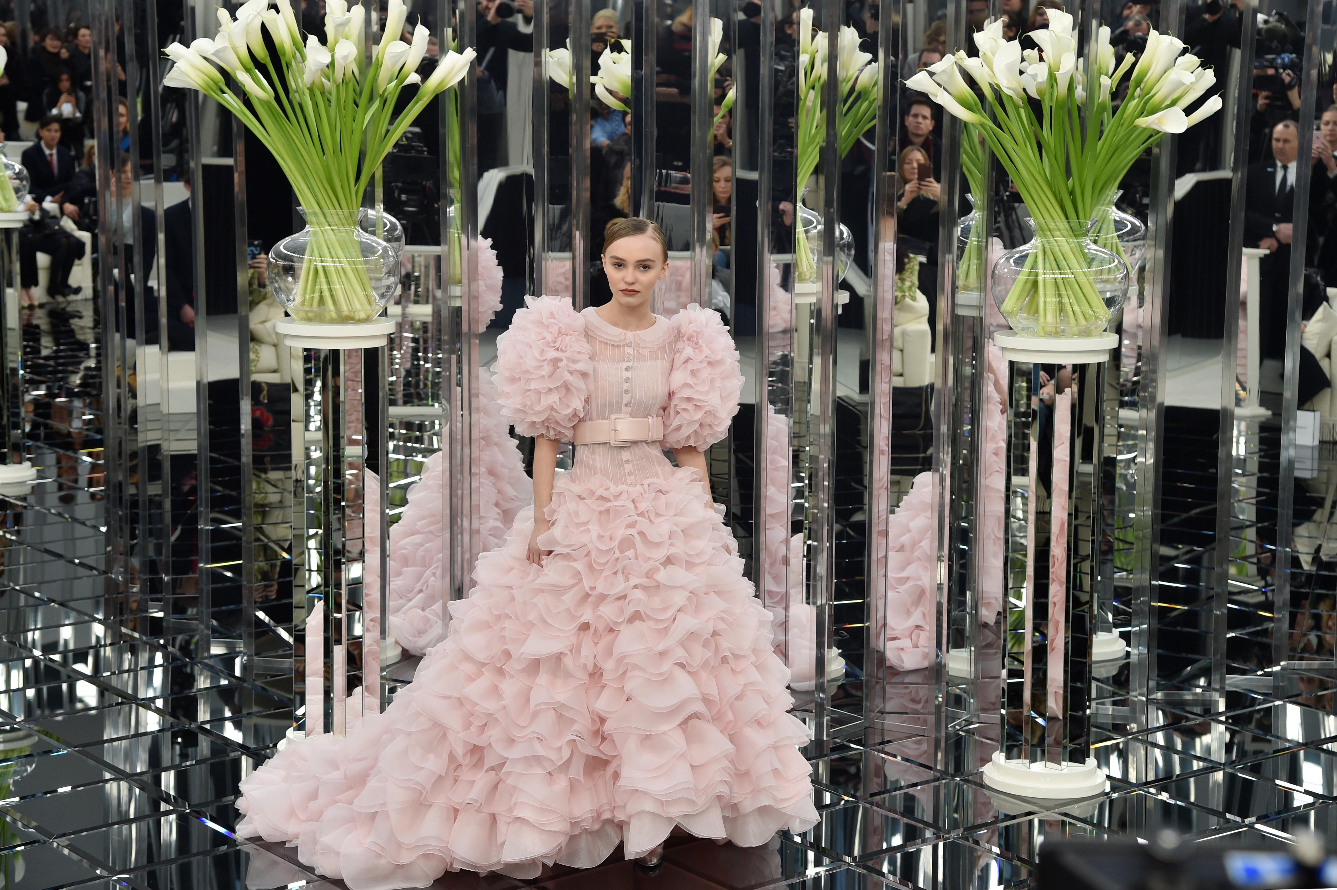 Лили Роуз Депп на показе Chanel в Париже