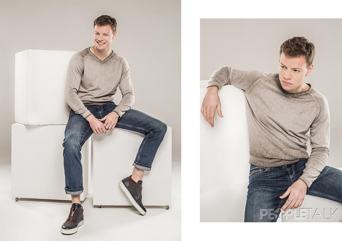 Джемпер, джинсы, Daniel Hechter; обувь, Alberto Guardiani