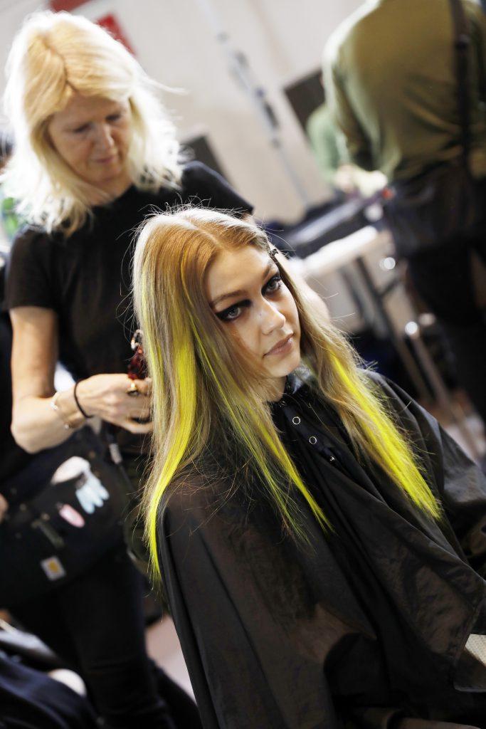 Желтые прядки добавляют образу  Джиджи пикантности.