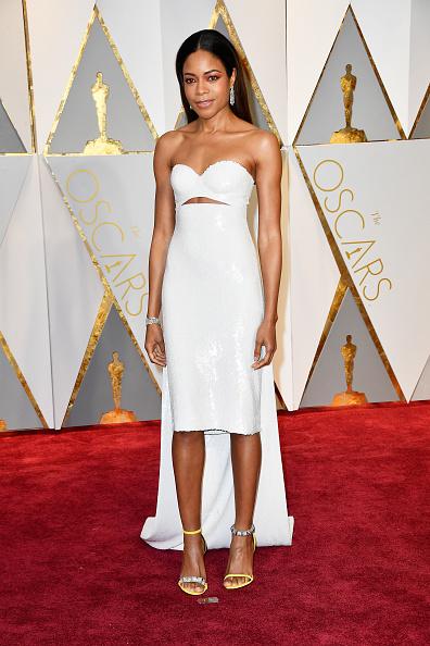 Наоми Харрис (40) в платье Calvin Klein