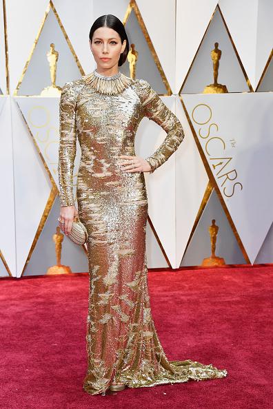 Джессика Бил (34) в платье Kaufman Franco