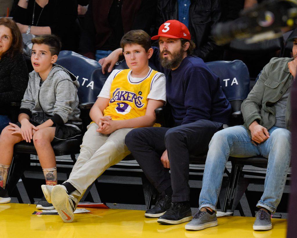 Кейси Аффлек с сыновьями