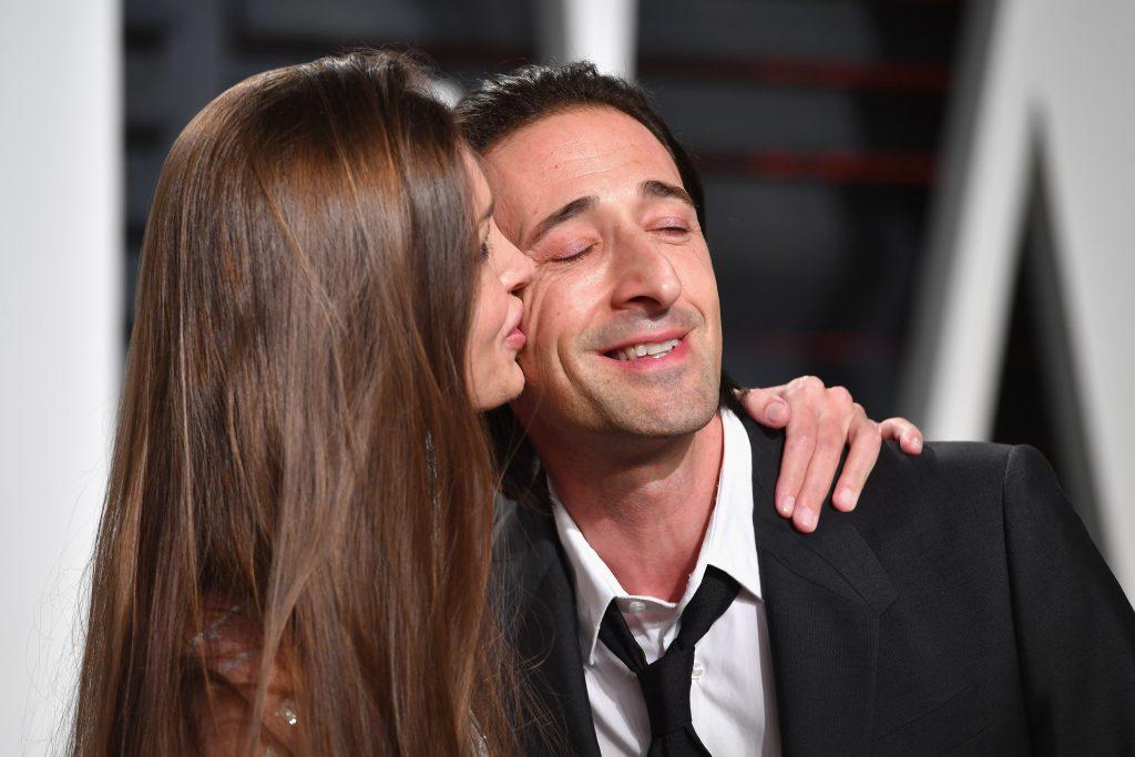 Лара Лието целует Эдриана Броуди