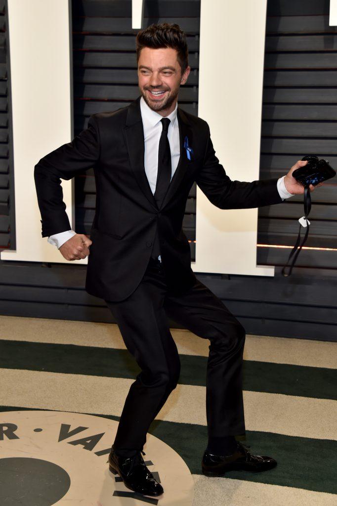Танцы Доминика Купера на красной дорожке