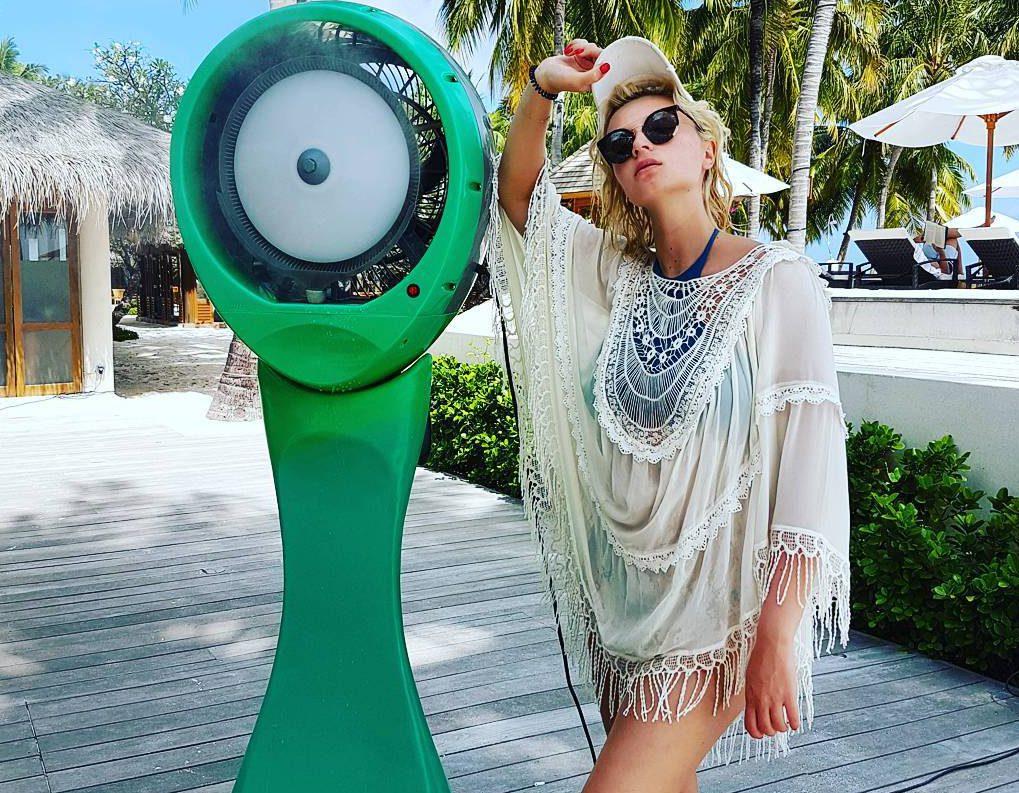 Полина Гагарина на отдыхе на Мальдивах в 2017 году