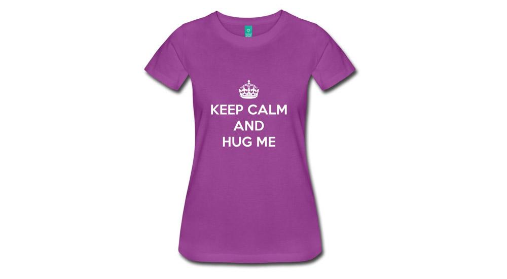 Футболка Keep Calm and Hug Me, 915 р. (fabrikamaek.ru)