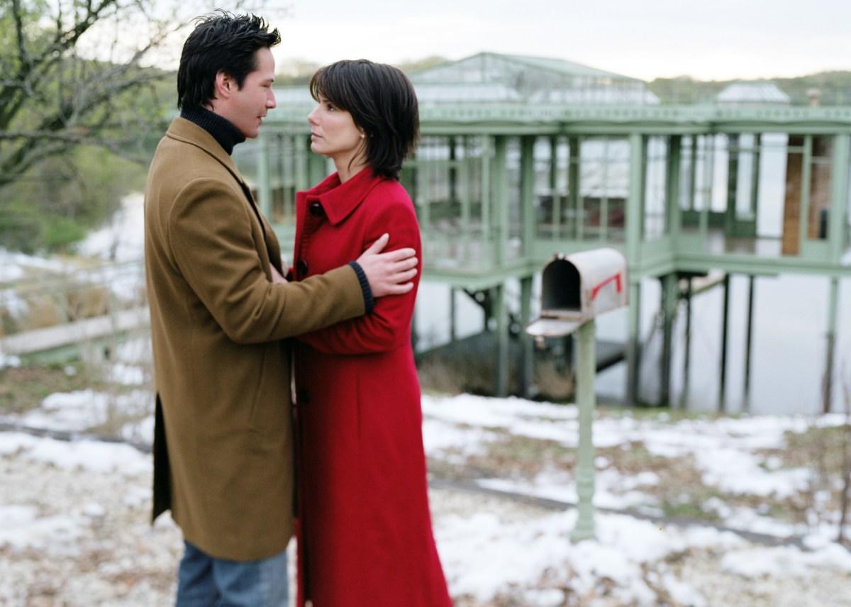 Кадр из фильма «Дом у озера» (2006)