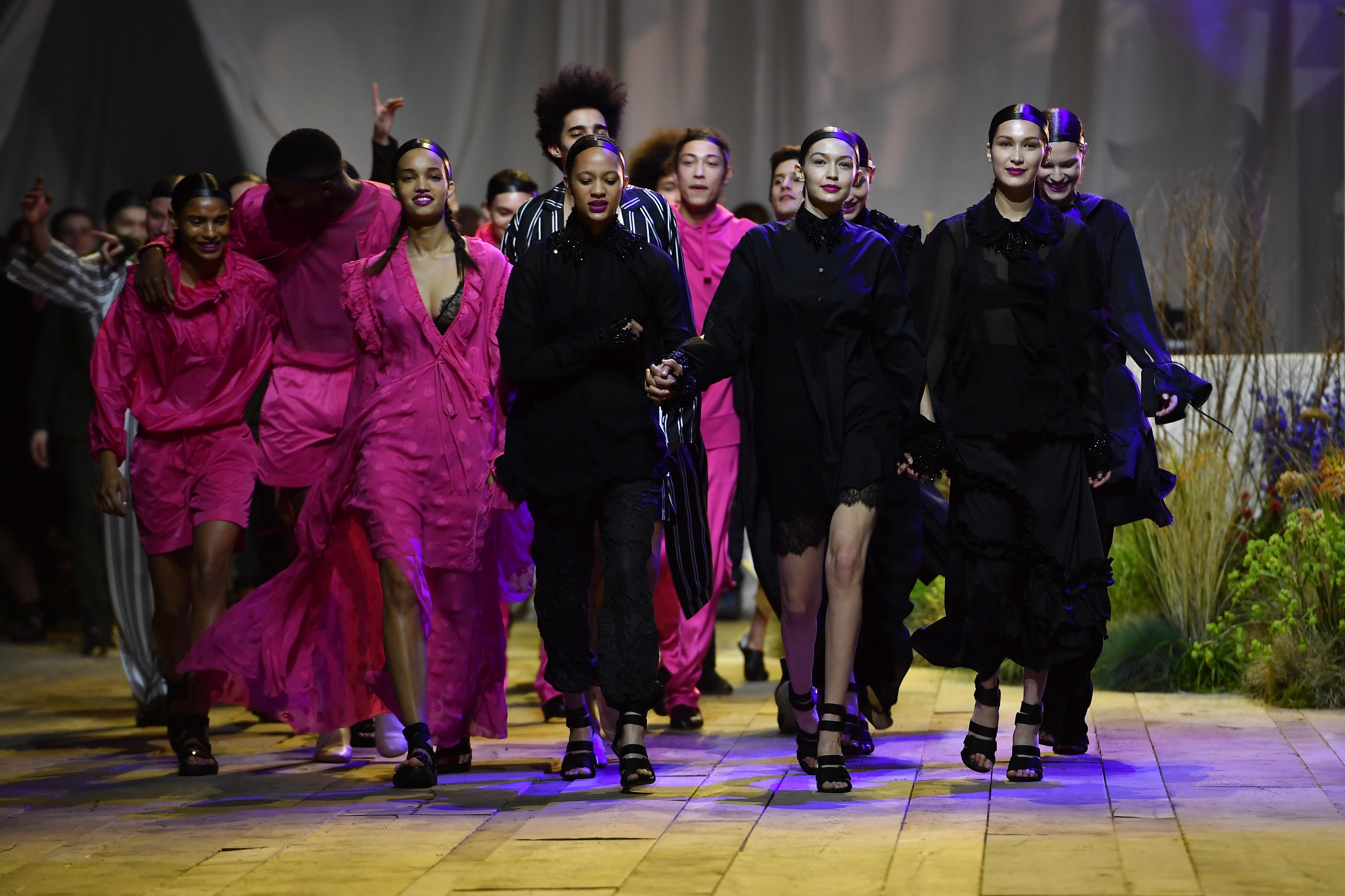 Белла Хадид на показе H&M
