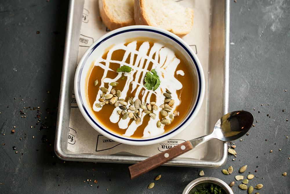 Суп-пюре из копченой тыквы с кокосовым молоком (400 р.)