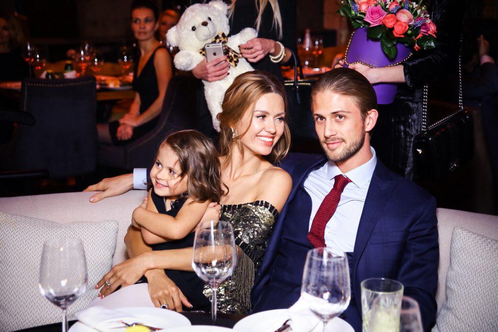 Виктория Боня и Алекс Смерфит с дочерью Анджелиной
