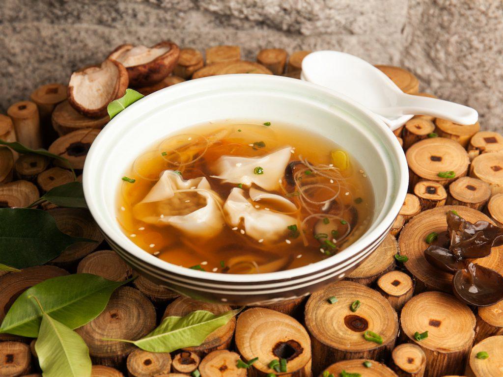 Суп с вонтонами из телятины (450 р.)