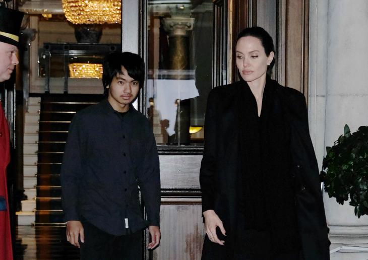 Анджелина Джоли и ее сын Мэддокс