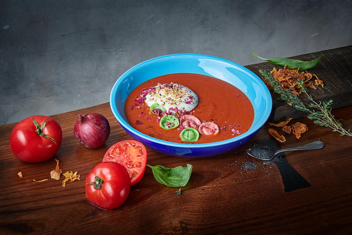 Томатный суп со свекольными равиоли (430 р.)