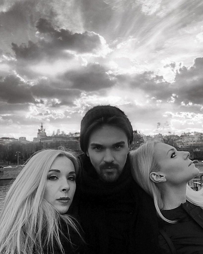 Александр Панайотов встретился с подругами Ариной Риц и Анной Алиной