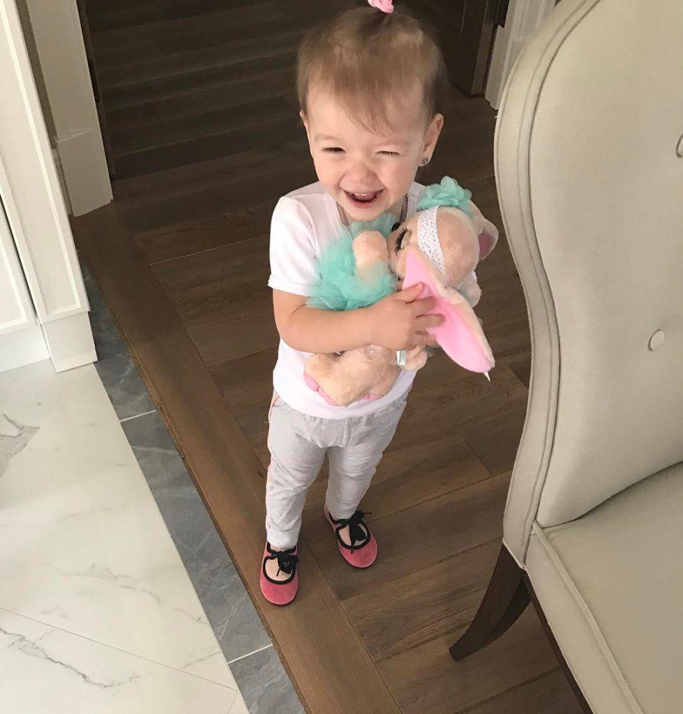 Лена Темникова показала дочь