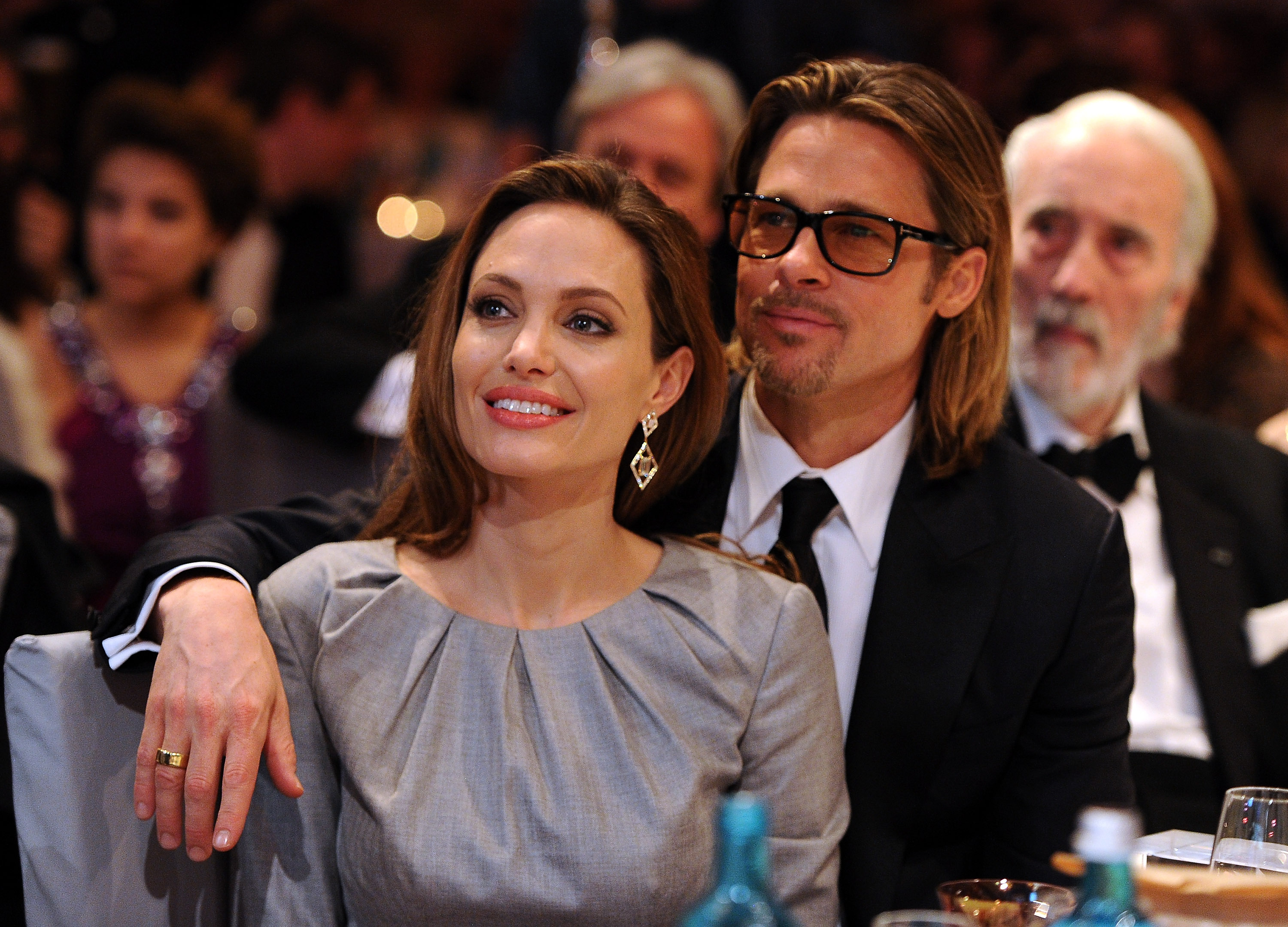 Angelina jolie and brad pitt twins 2018