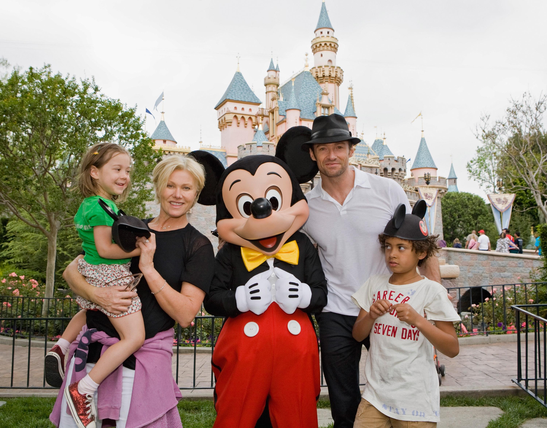 Хью Джекман с женой и детьми