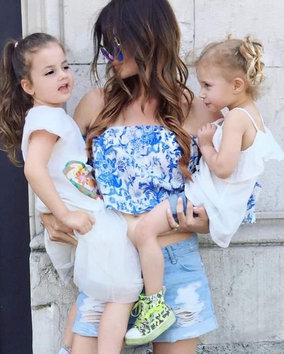 Жаклина с внучками