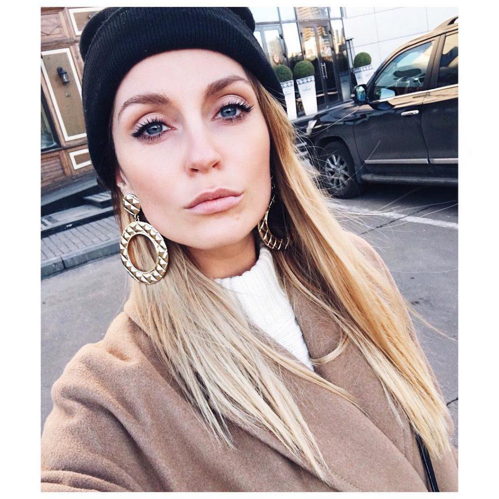 Саша Савельева гуляла по Москве