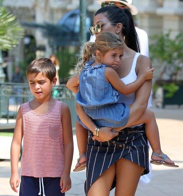 Кортни Кардашьян с детьми