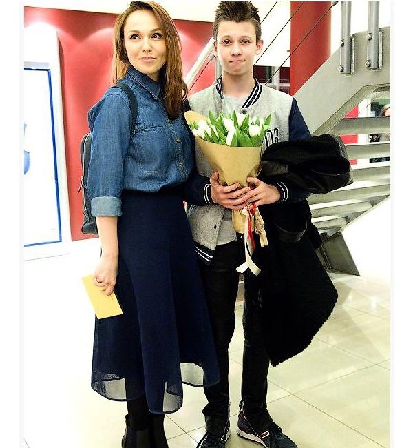 Альбина Джанабаева с сыном Константином