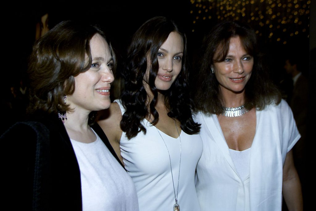 Анджелина Джоли с мамой (слева)и Жаклин Биссе