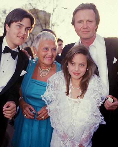 Анджелина Джоли с семьей (1986)