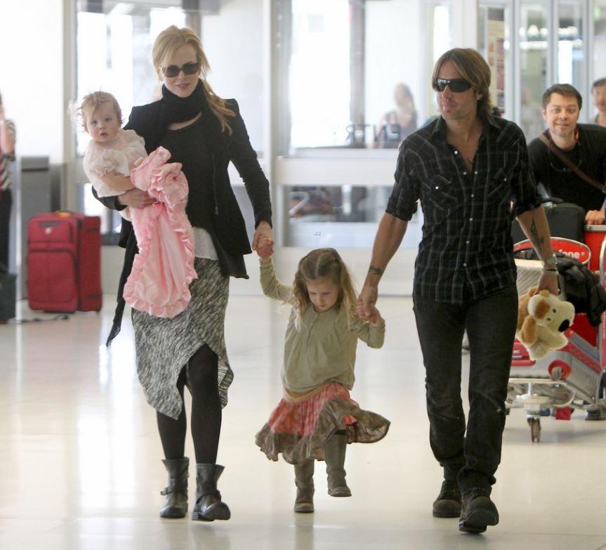 Николь Кидман и Кит Урбан с детьми