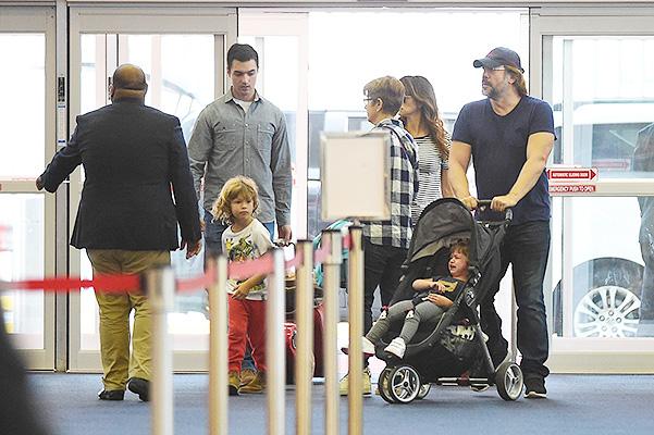 Бардем и Крус с детьми