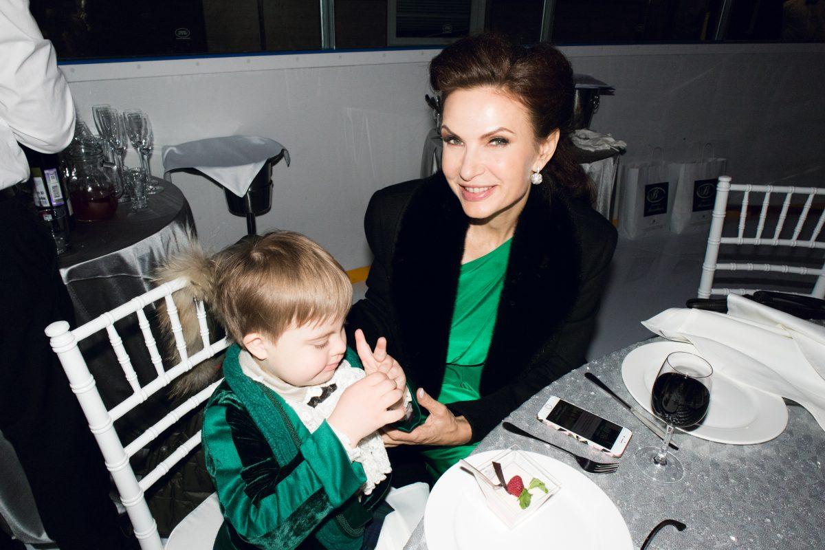 — Эвелина Бледанс с сыном Семеном