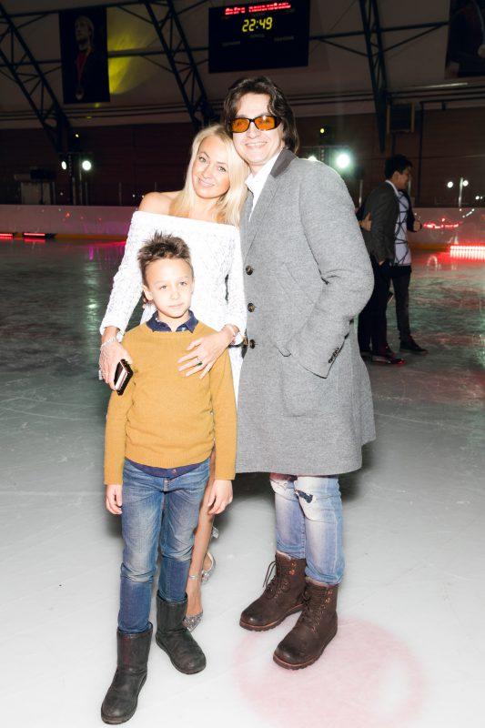 — Яна Рудковская и Сергей Филин с сыном