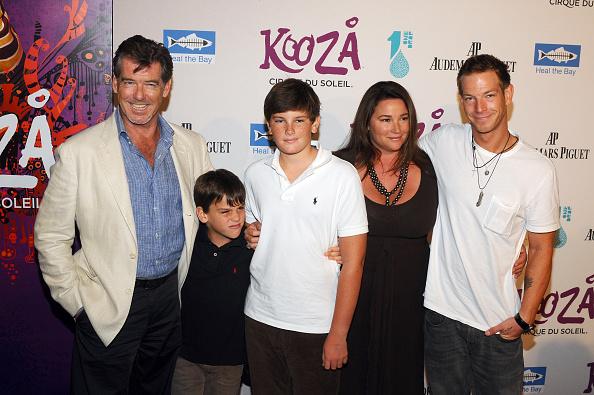 Пирс Броснан с женой и детьми