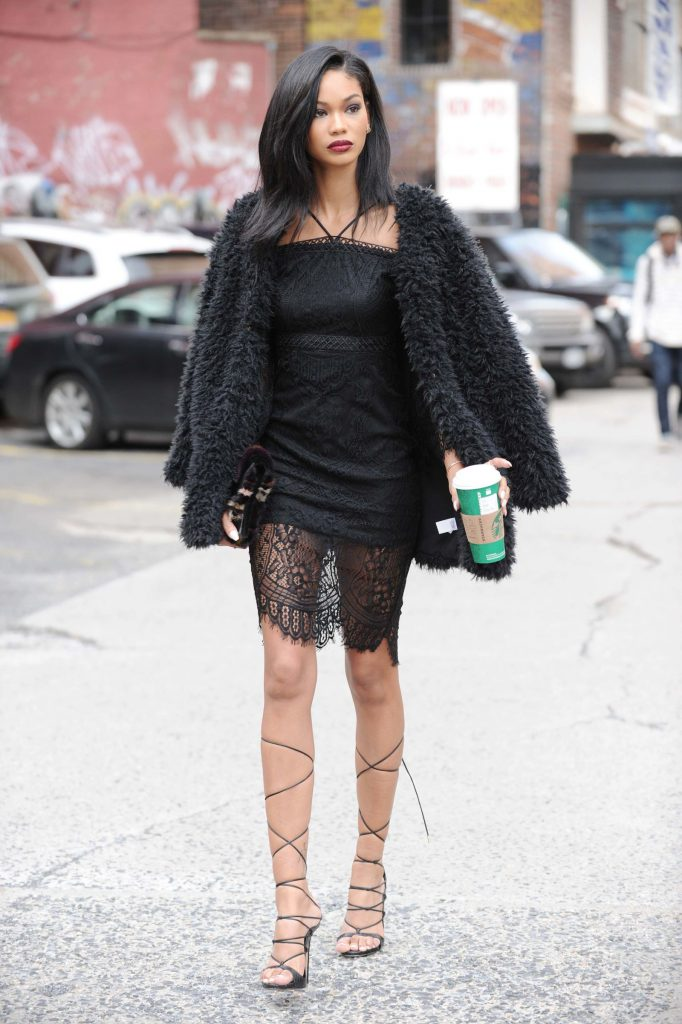 Шанель Иман в платье и пальто Kohls, $178