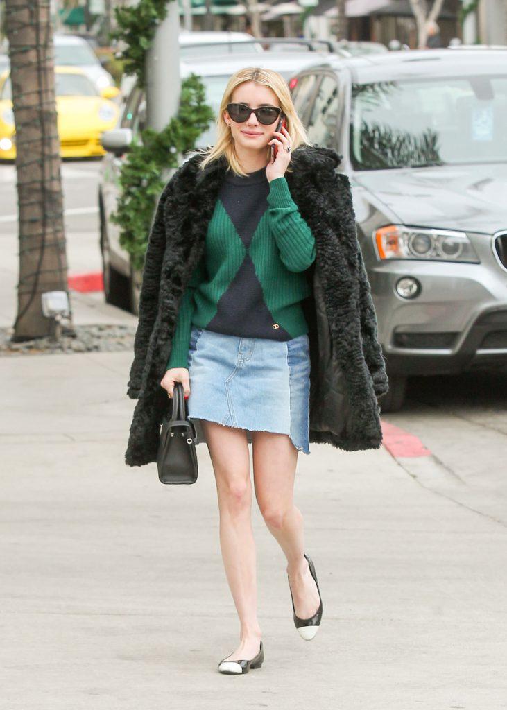 Эмма Робертс в пальто из искусственного меха Forever 21, $60