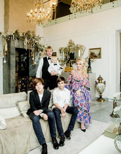 Яна Рудковская и ее семья