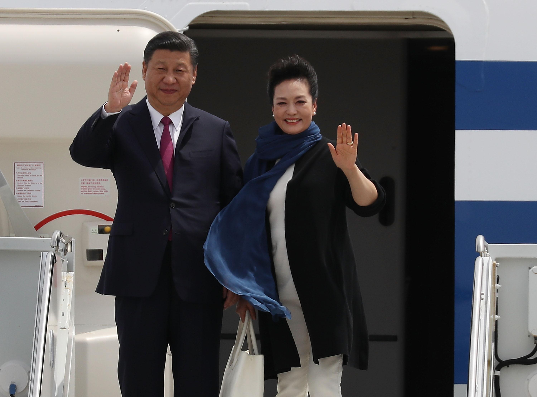 Си Цзиньпин и его жена Пэн Лиюань