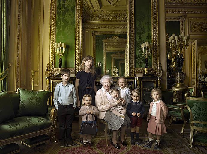 Елизавета II с семьей