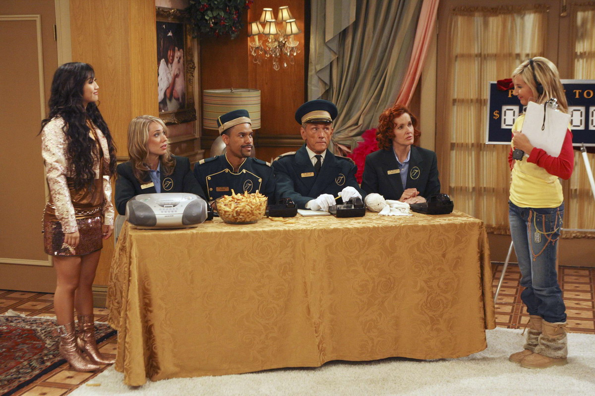 Кадр из сериала «Звездная жизнь Зака и Коди».