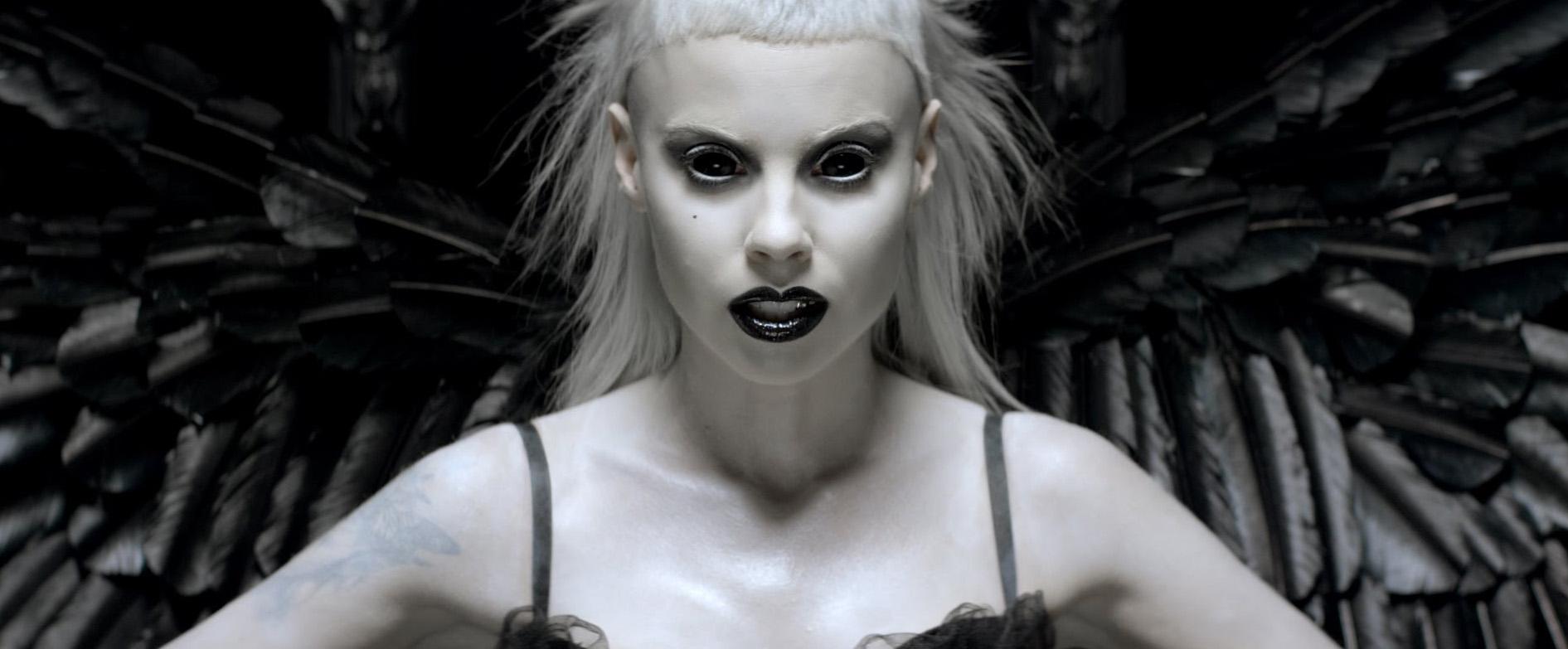 Кадр из клипа Die Antwoord - Ugly Boy