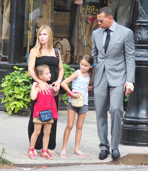 Синтия Скертис и Алекс Родригес с детьми