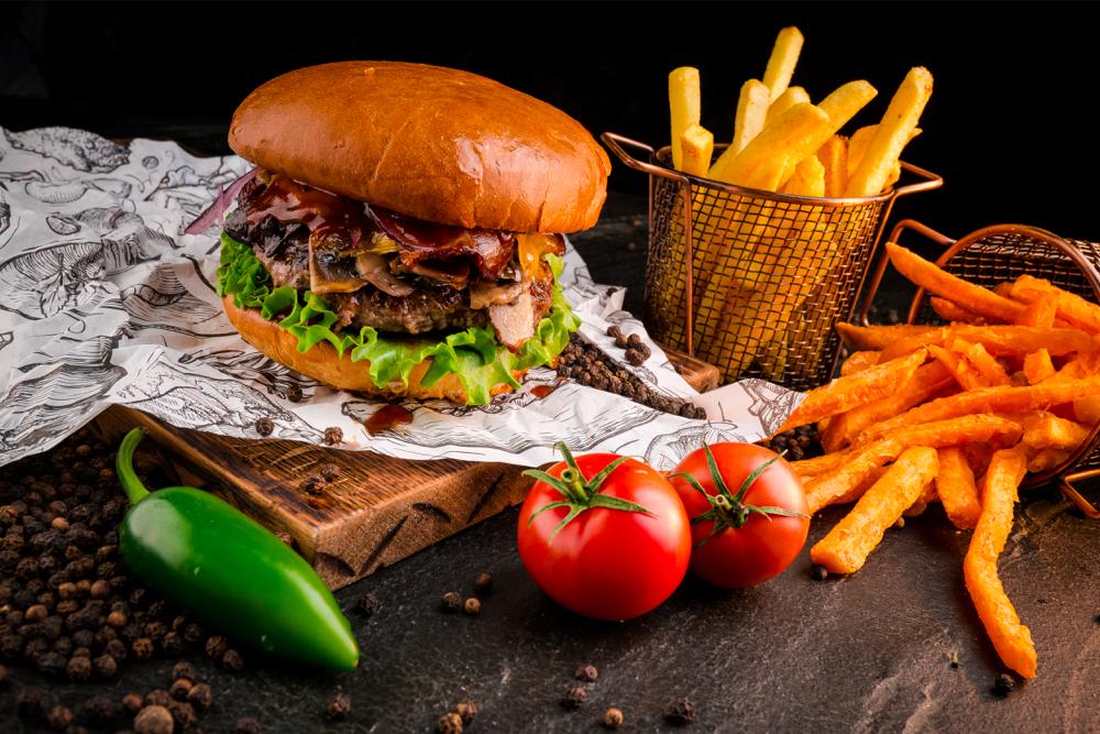 Фирменный двойной чизбургер с говядиной и беконом (500 р.)