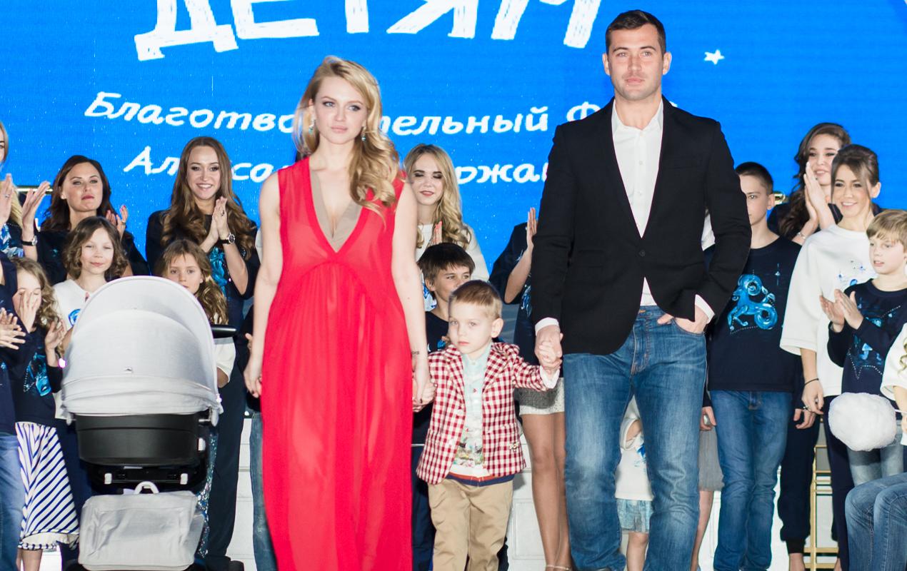 Милана и Александр Кержаковы с детьми
