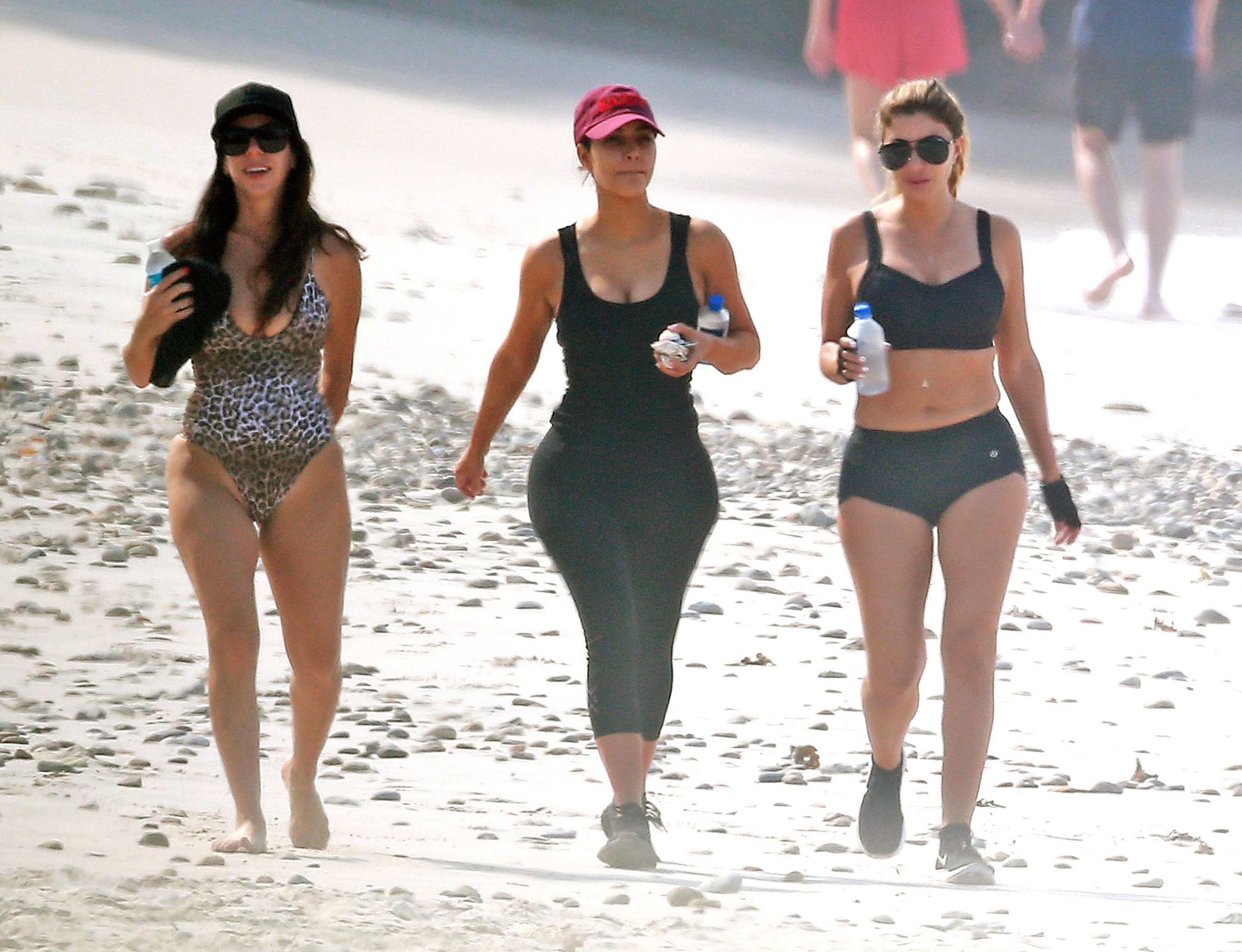 Ким Кардашьян на пляже
