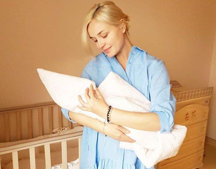 Полина Гагарина родила дочь